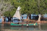 Vezo kids helping their father rig a sail [madagascar_7877]