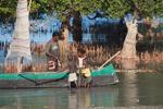 Vezo kids helping their father rig a sail [madagascar_7884]