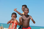 Vezo kids in Arovana (Ankorohoke) [madagascar_7975]