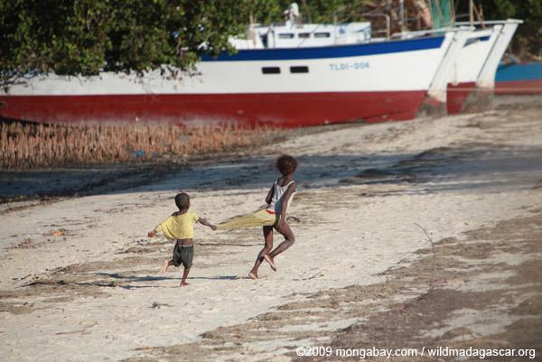 Vezo kids playing