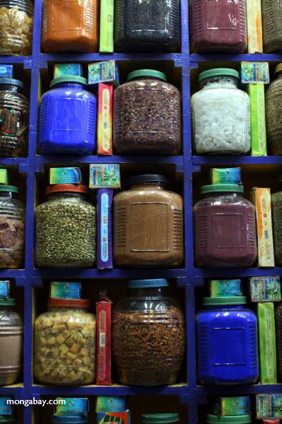 Spice market in Aswan [egypt_0254]