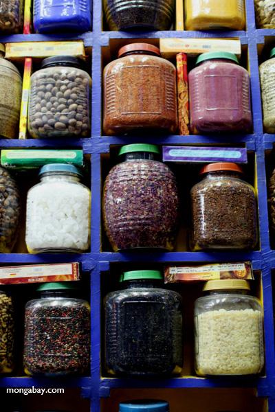 Spice market in Aswan [egypt_0255]