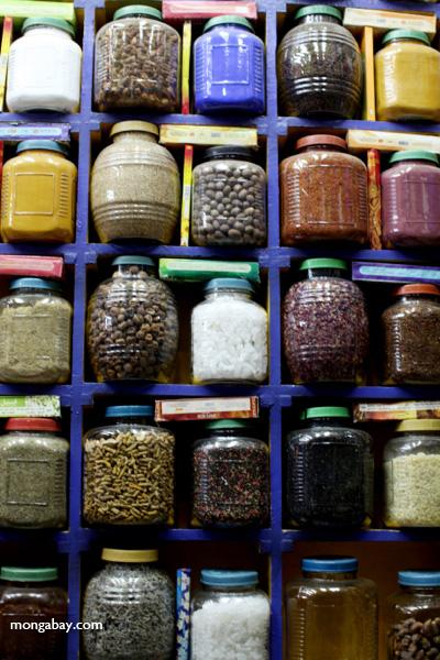 Spice market in Aswan [egypt_0257]