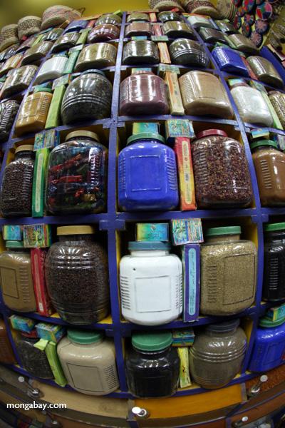 Spice market in Aswan [egypt_0267]