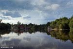 Village along the Rungan River [kalteng_1026]