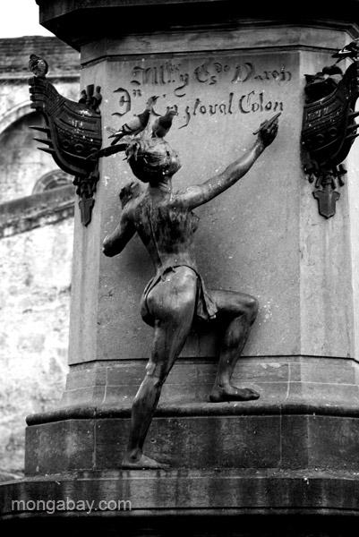 The base inscription of a statue of Christopher Columbus in Santo Domingo, Dominican Republic.