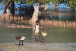 Vezo kids playing [madagascar_7889]