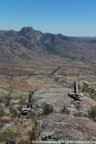 Stone markers above the Tsaranoro Valley