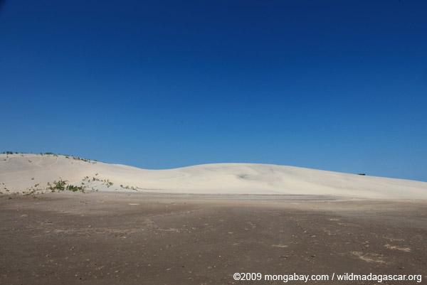 Sand dunes near Arovana (Ankorohoke)