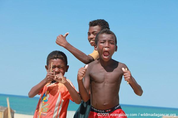 Vezo kids in Arovana (Ankorohoke)